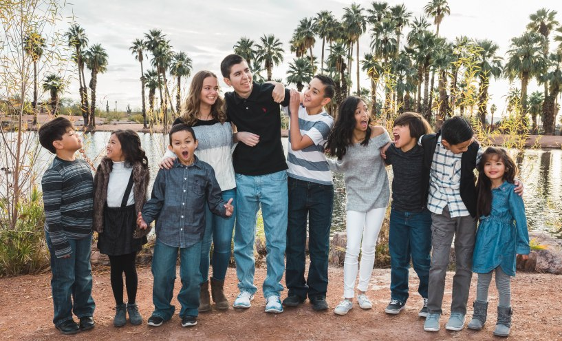 large family of grandkids in blue and black clothes family picture kids grandkids children teens baby toddler aribella photography